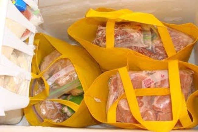 fabric-grocery-bags-help-you-lift-foods-freezer-hacks