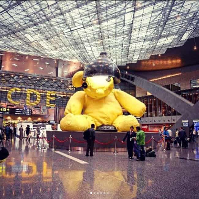 giant-teddy-bear-doha-creative-airport-and-airline