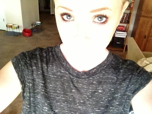 glowing-face-selfie-pale-people-problems