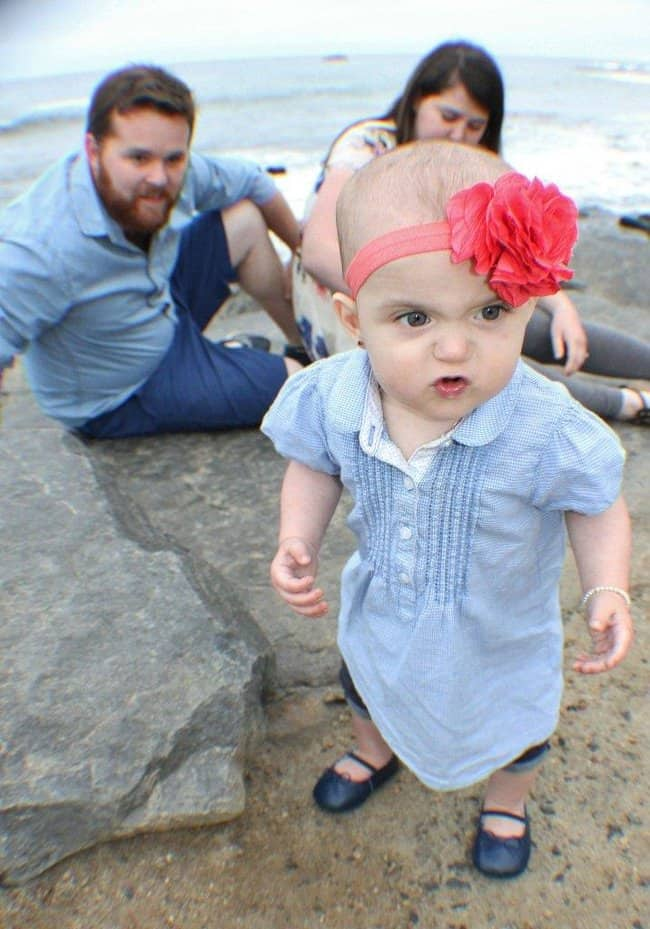 grumpy-baby-hilarious-family-photos