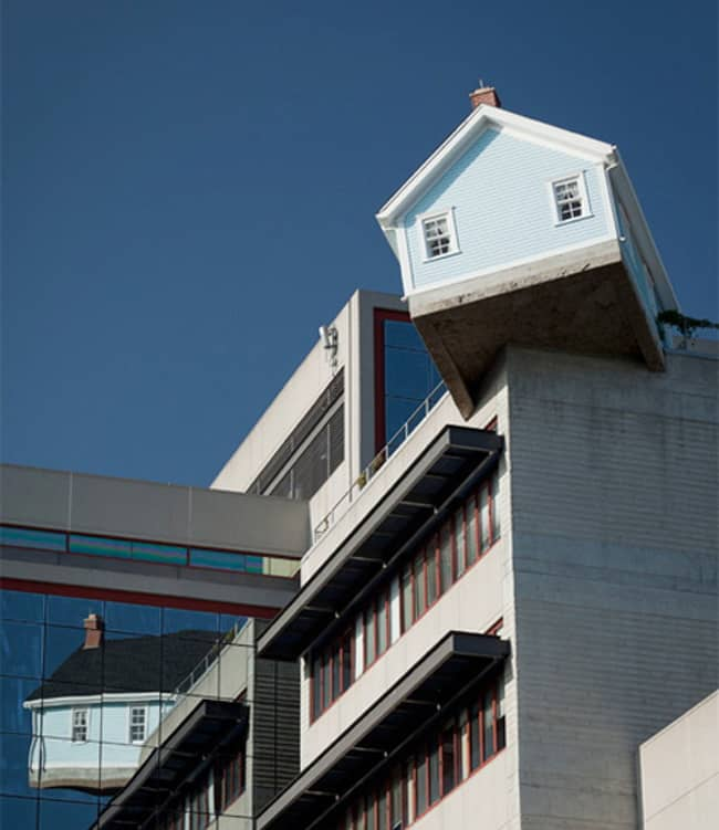 house-on-top-of-the-building-hilariously-mysterious-photos