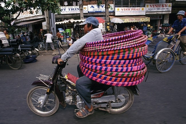 hulahoops-around-motocycle-driver-people-with-extraordinary-mind