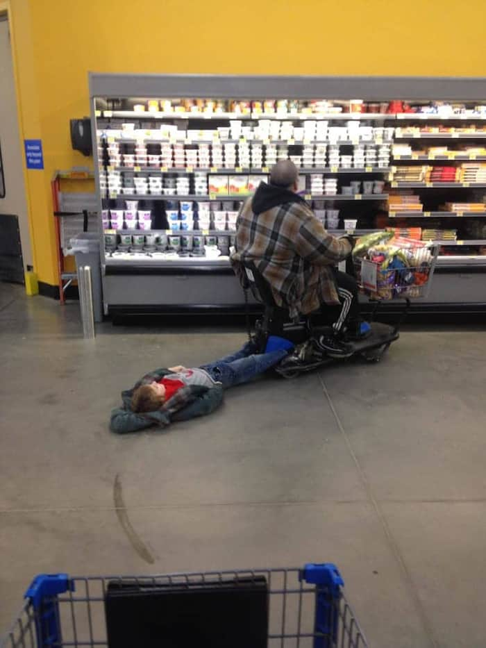 kid-tagging-along-an electric-push-shopping-cart-photos-what-happens-next
