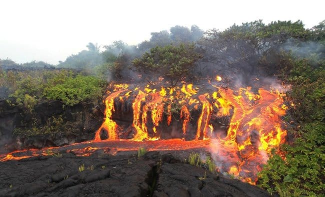 lava-waterfall-rare-things-pictures