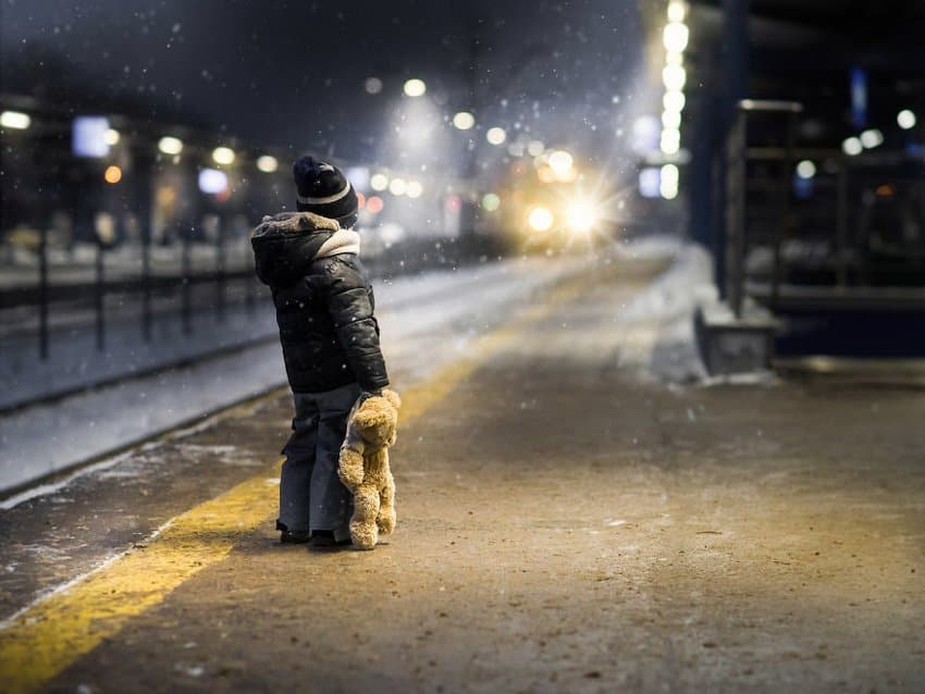 little-boy-waiting-for-the-train