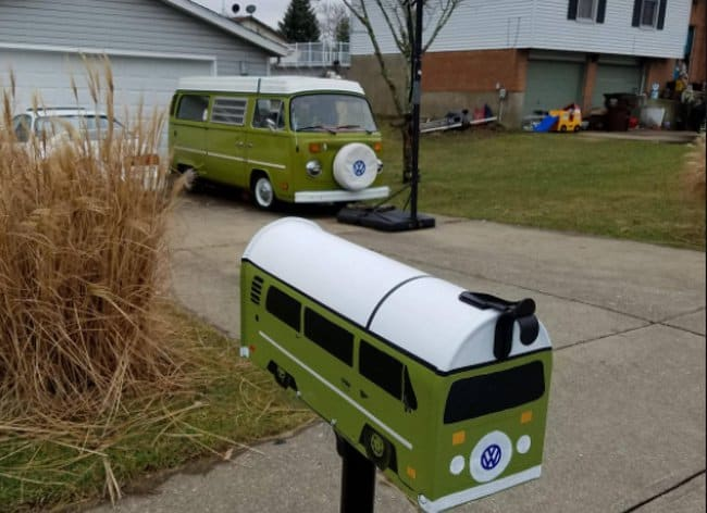 mailbox-resembling-car-humor-boosts-creativity