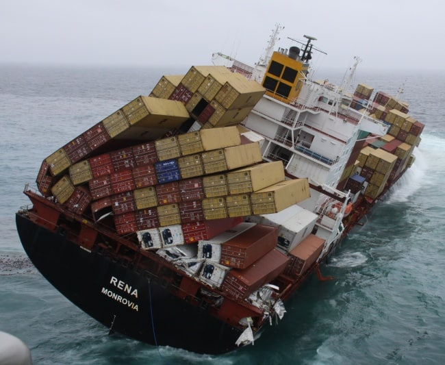 navigating-atlantic-ocean-with-8000-containers-miserable-people
