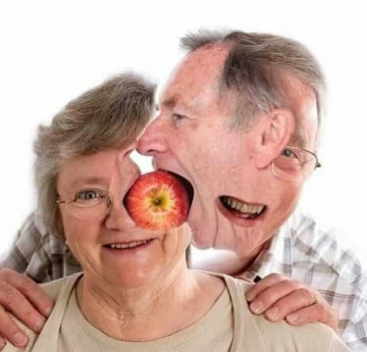 old-couple-eating-apple-mind-bending-pics