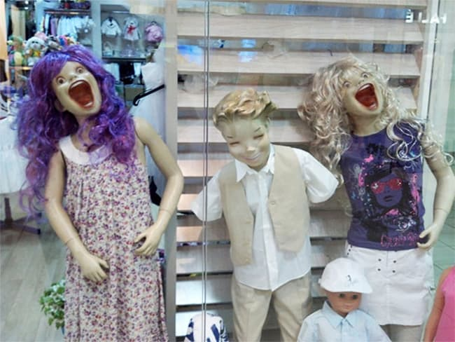 overjoyed-children-mannequins-posing-hilariously