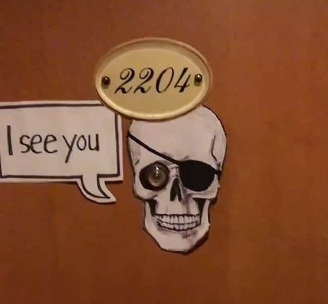 peephole-pirate-skull-humor-boosts-creativity