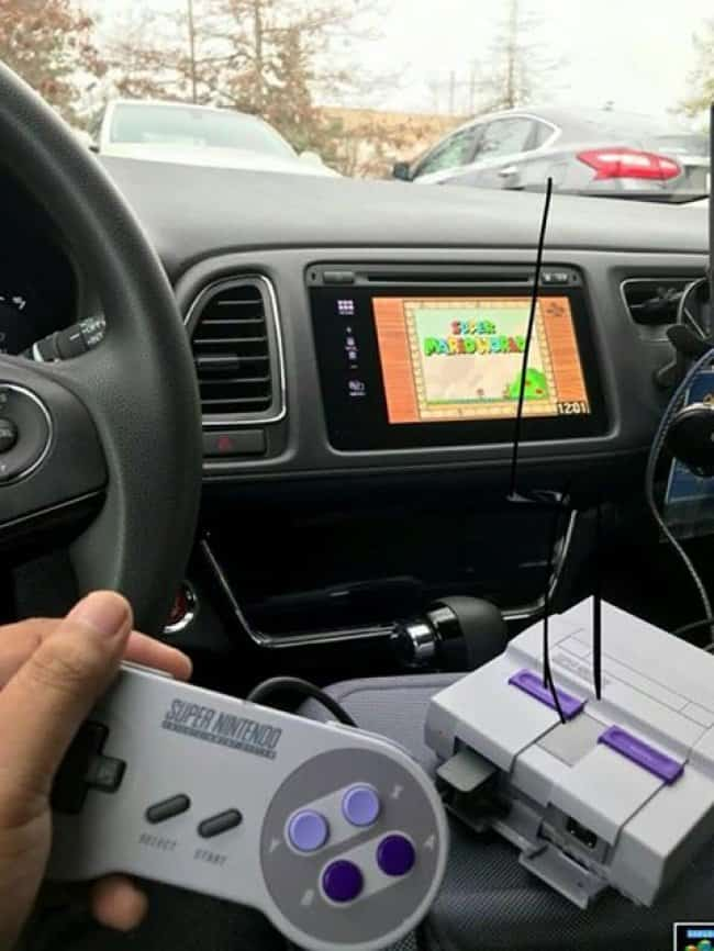 playing-nintendo-during-traffic-jam-funny-inventions
