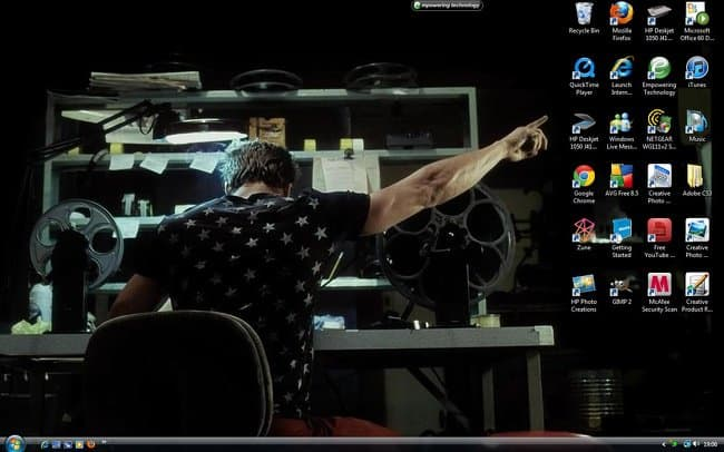 pointing-out-what-is-important-clever-desktop-wallpapers