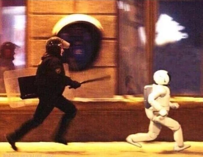 police-chasing-a-robot-confusing-photos