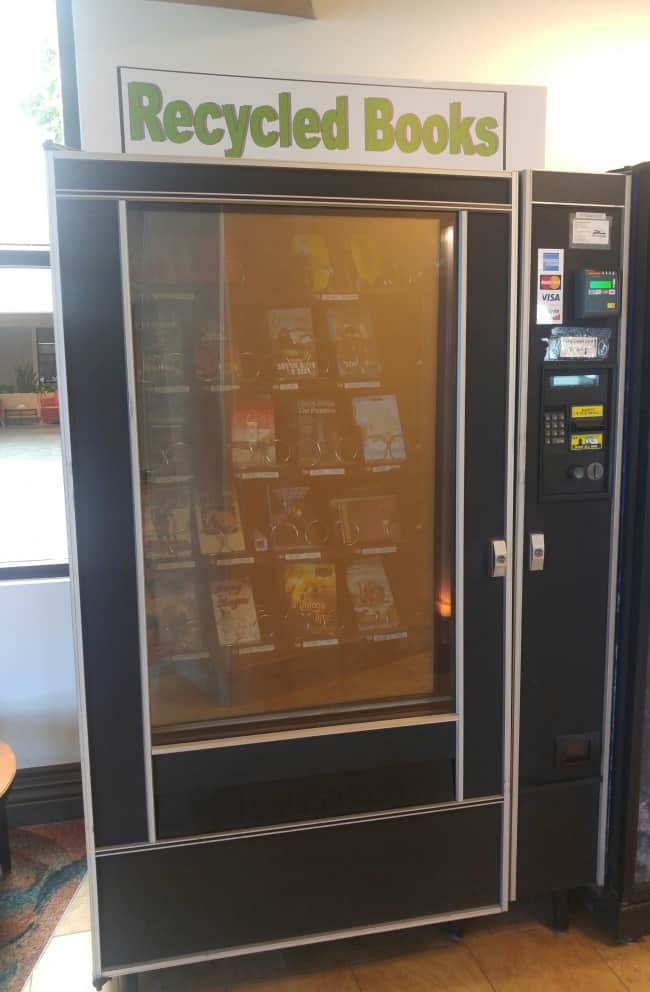 recycled-books-vending-machine-creative-airport-and-airline