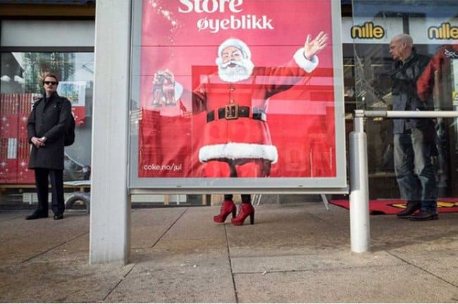 santa-wearing-high-heels-perfectly-timed-photos