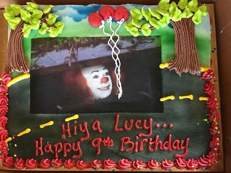 scary-clown-birthday-cake-weird-behaviors