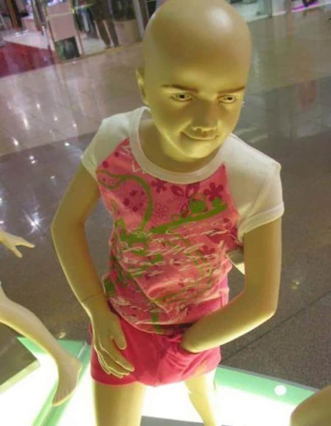 sinister-looking-mannequins-posing-hilariously