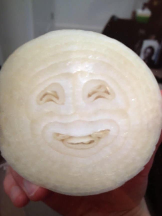 smiley-face-in-onion-extraordinary-things