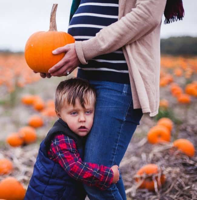son-looking-awkward-halloween-picture-hilarious-family-photos