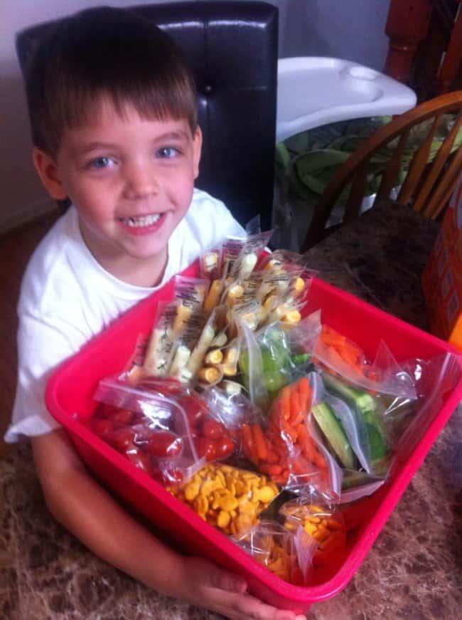 son-prepares-lunch-for-lunchless-classmates-proud-parents