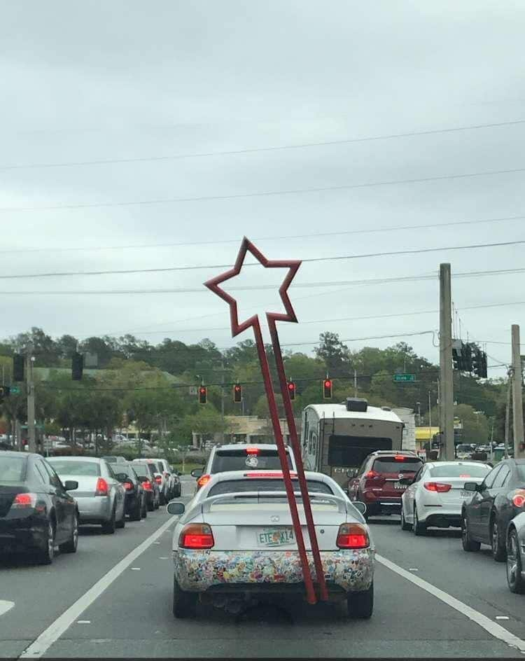 star-pole-car-rear-people-failed-to-pay-attention