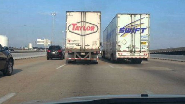taylor-swift-trucks-perfectly-timed-photos