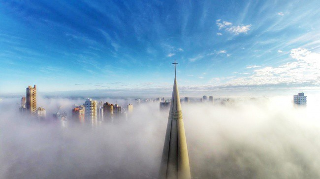 tops-of-buildings-visible-in-the-fog
