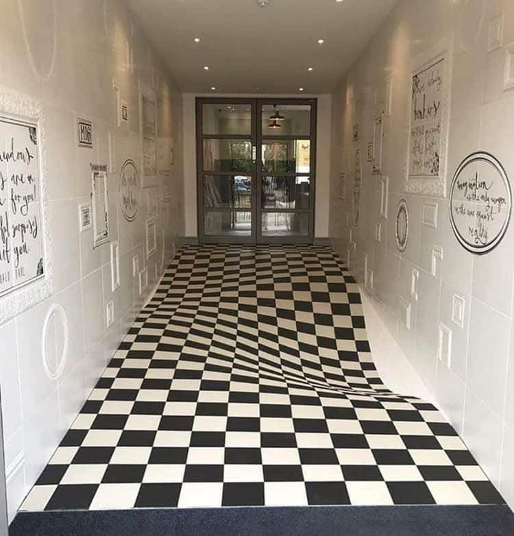 uneven-floor-confusing-pattern-completely-obvious-things