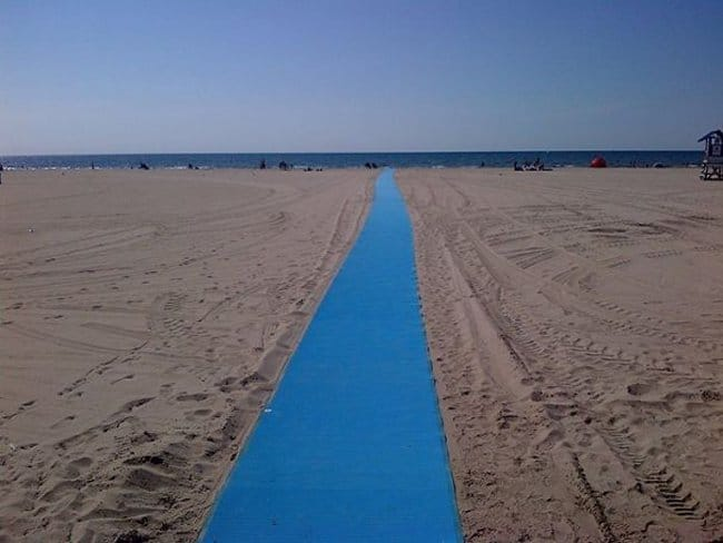 wheelchair-and-stroller-mat-on-the-beach-brilliant-ideas