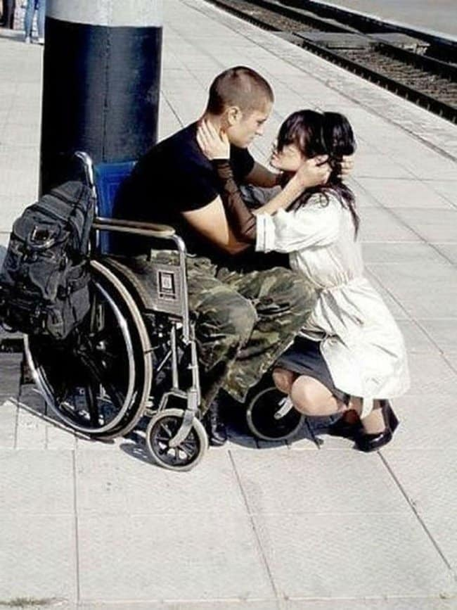wounded-soldier-reunites-with-loved-one-heartwarming-photos
