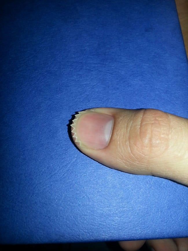zigzag-nail-hilariously-mysterious-photos