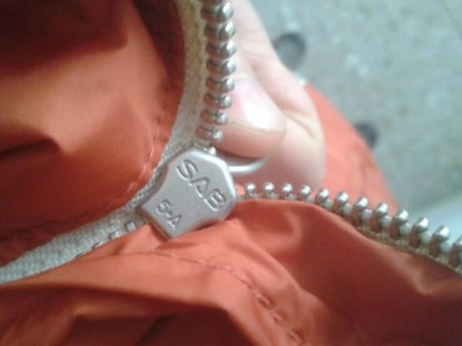 zipper-stuck-infuriating-photos