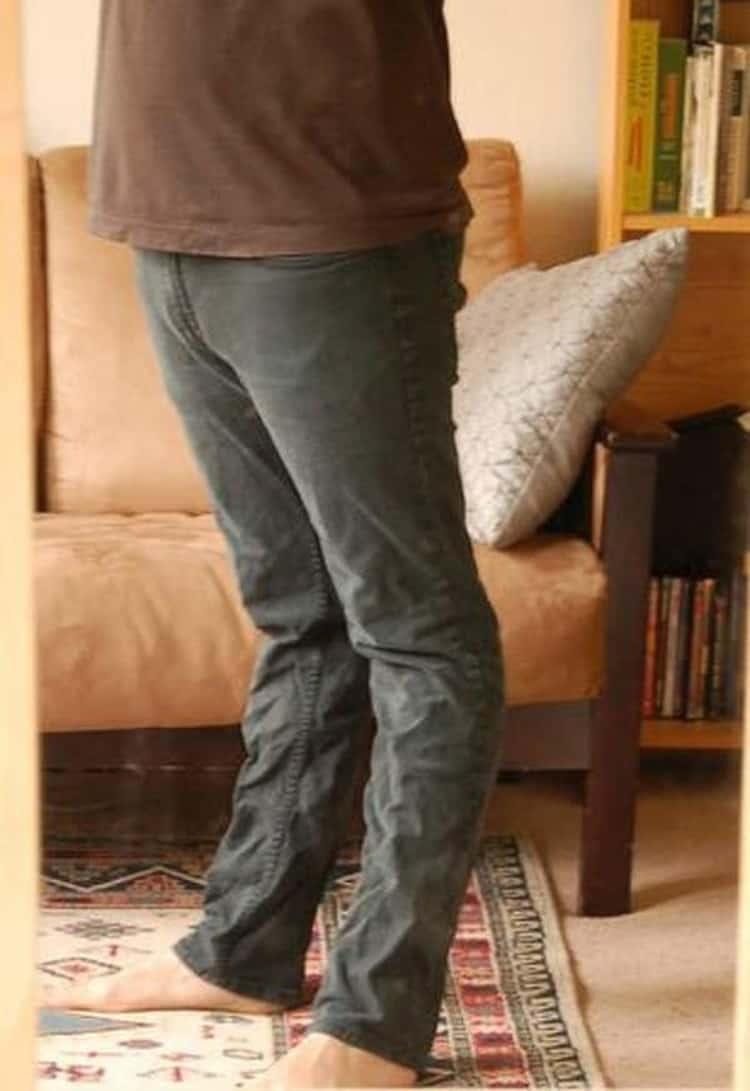 awkward-legs-curve-irritating-photos