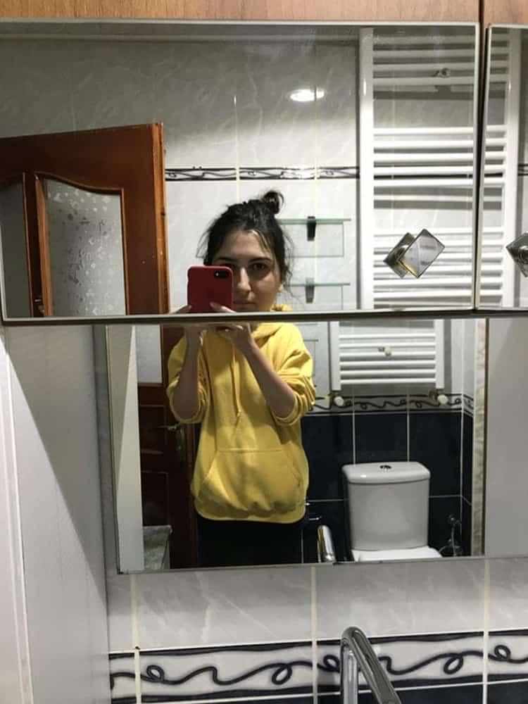 big-head-girl-mirror-perplexing-photos