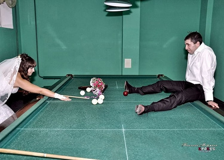 billiard-target-hole-funny-russian-wedding-photos