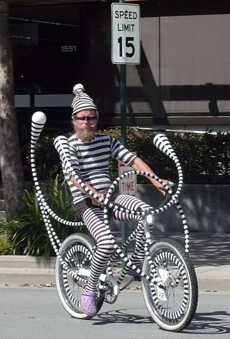 black-and-white-stripes-clothes-bike-nonsensical-photos