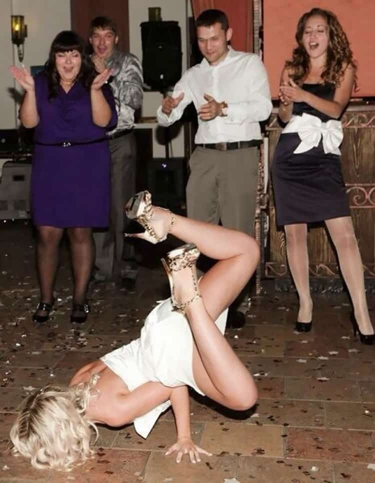 bride-break-dancing-funny-russian-wedding-photos