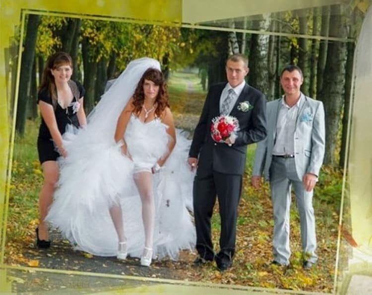 bride-fixing-leg-garter-funny-russian-wedding-photos