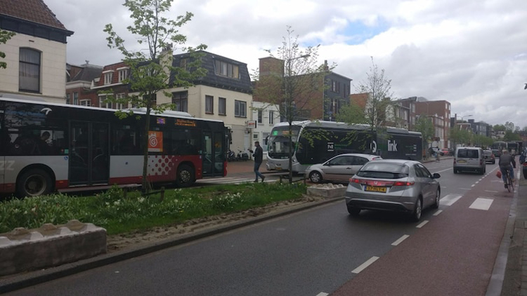bus-wrong-lane-crazy-mysteries