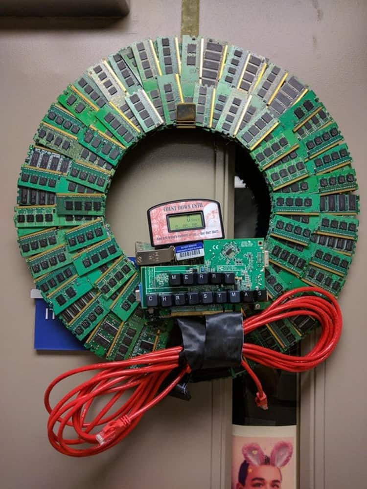 christmas-wreath-it-department-strange-things