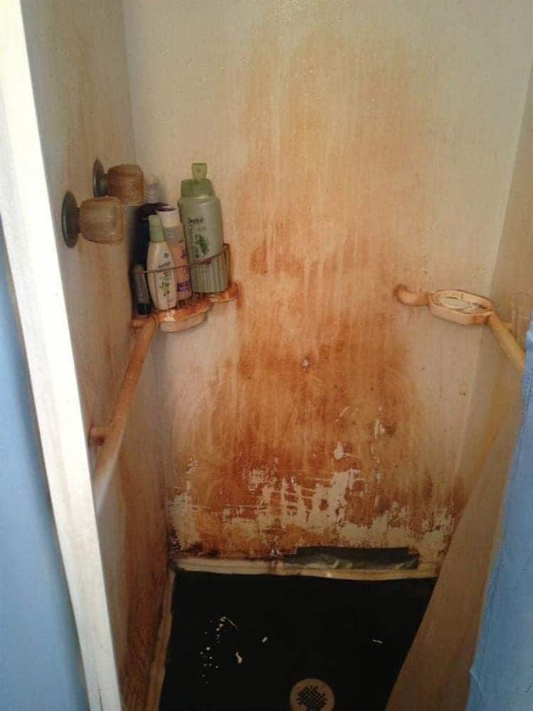 creepy-bathroom-spine-chilling-photos
