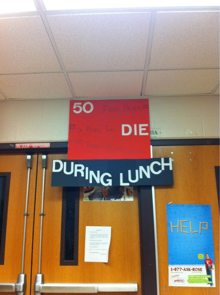 die-during-lunch-visible-sign-confusing-pics
