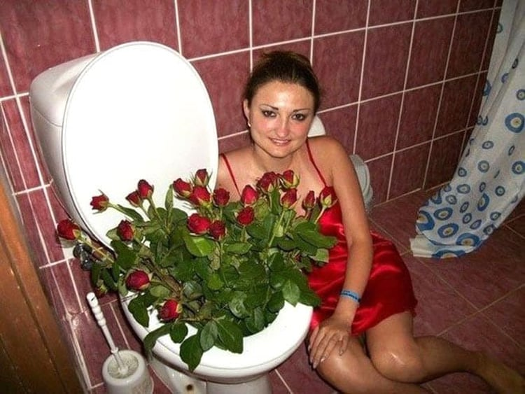 flowers-in-toilet-weird-things
