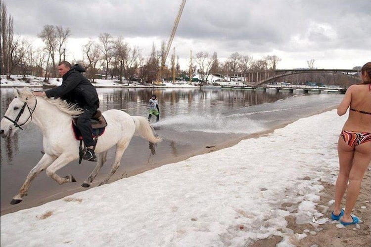 horse-riding-on-snow-girl-in-bikini-baffling-situations