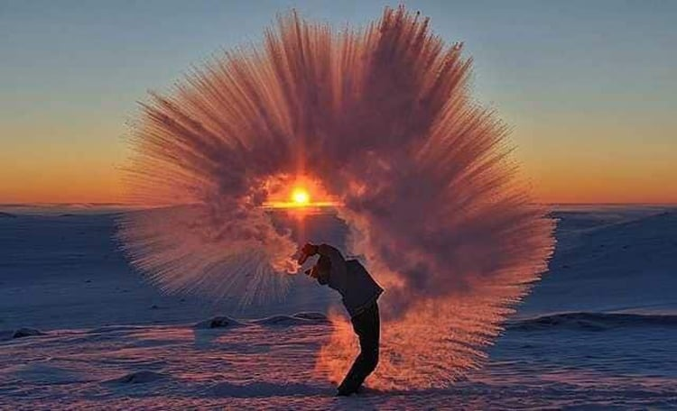 hot-water-splash-on-ice-psychedelic-images