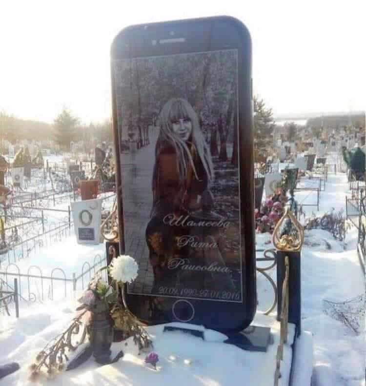 iphone-gravestone-unforeseen-hilarity