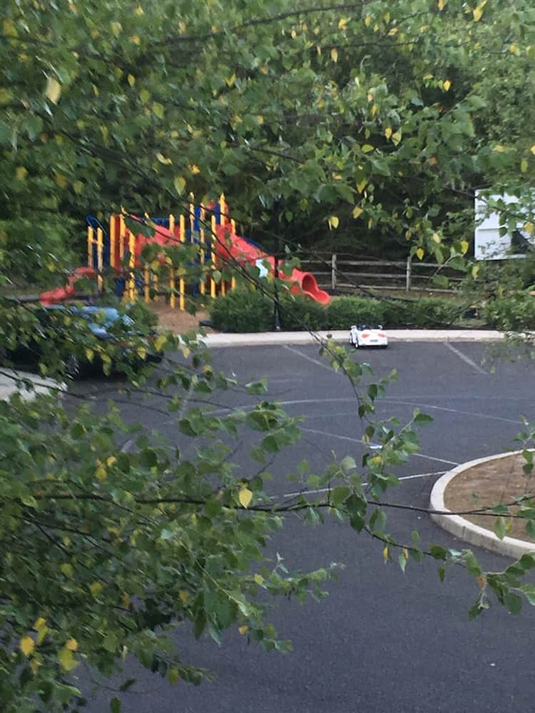 kid-car-parking-playground-confusing-pics