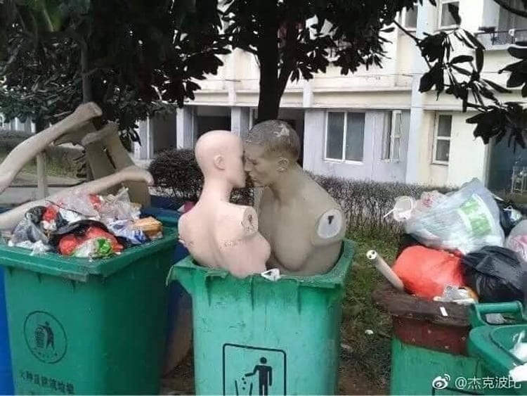 mannequin-romance-in-the-garbage-hilarious-side-of-internet