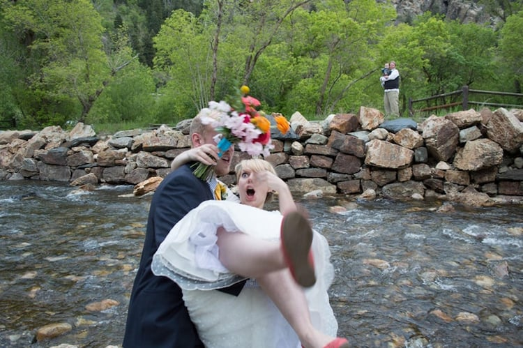 newlywed-couple-about-to-fall-rare-photos