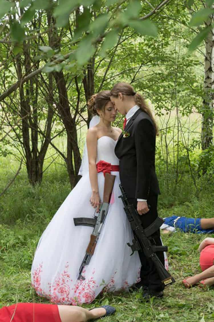 newlywed-with-rifles-funny-russian-wedding-photos